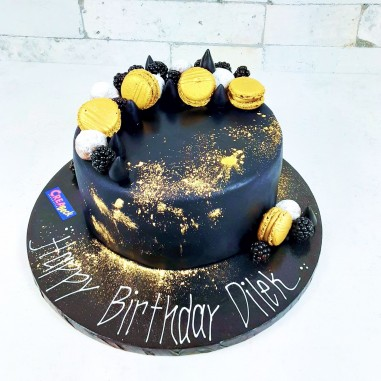 Black golden Maccaron Torte